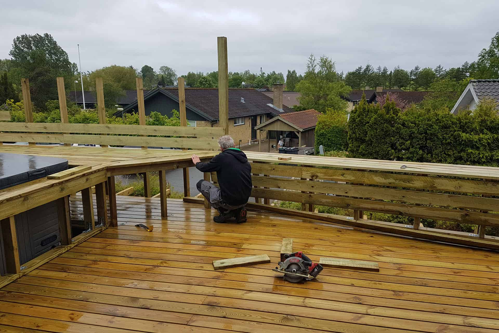 How to build a deck - wooden deck