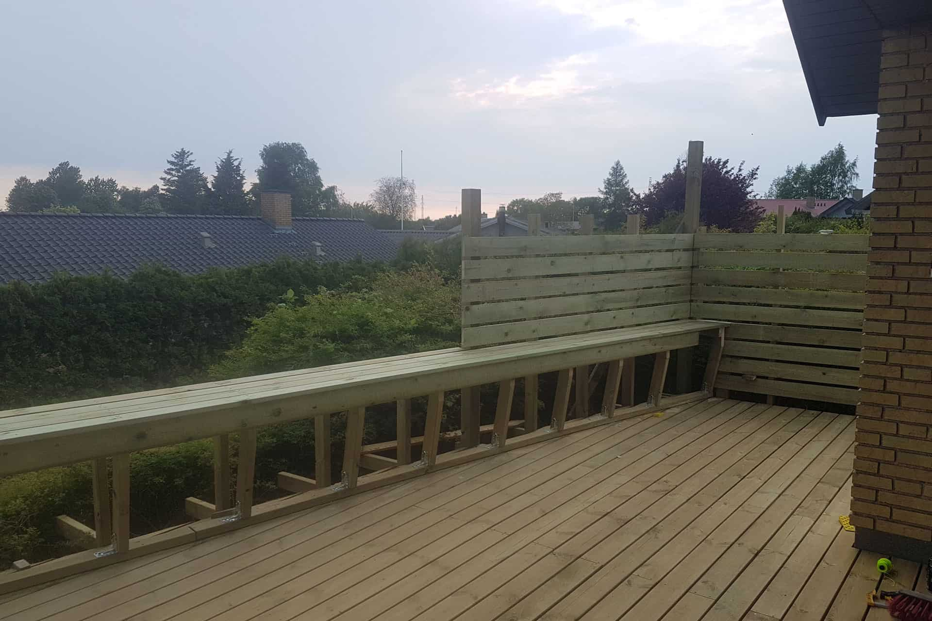 How to build a deck - railing