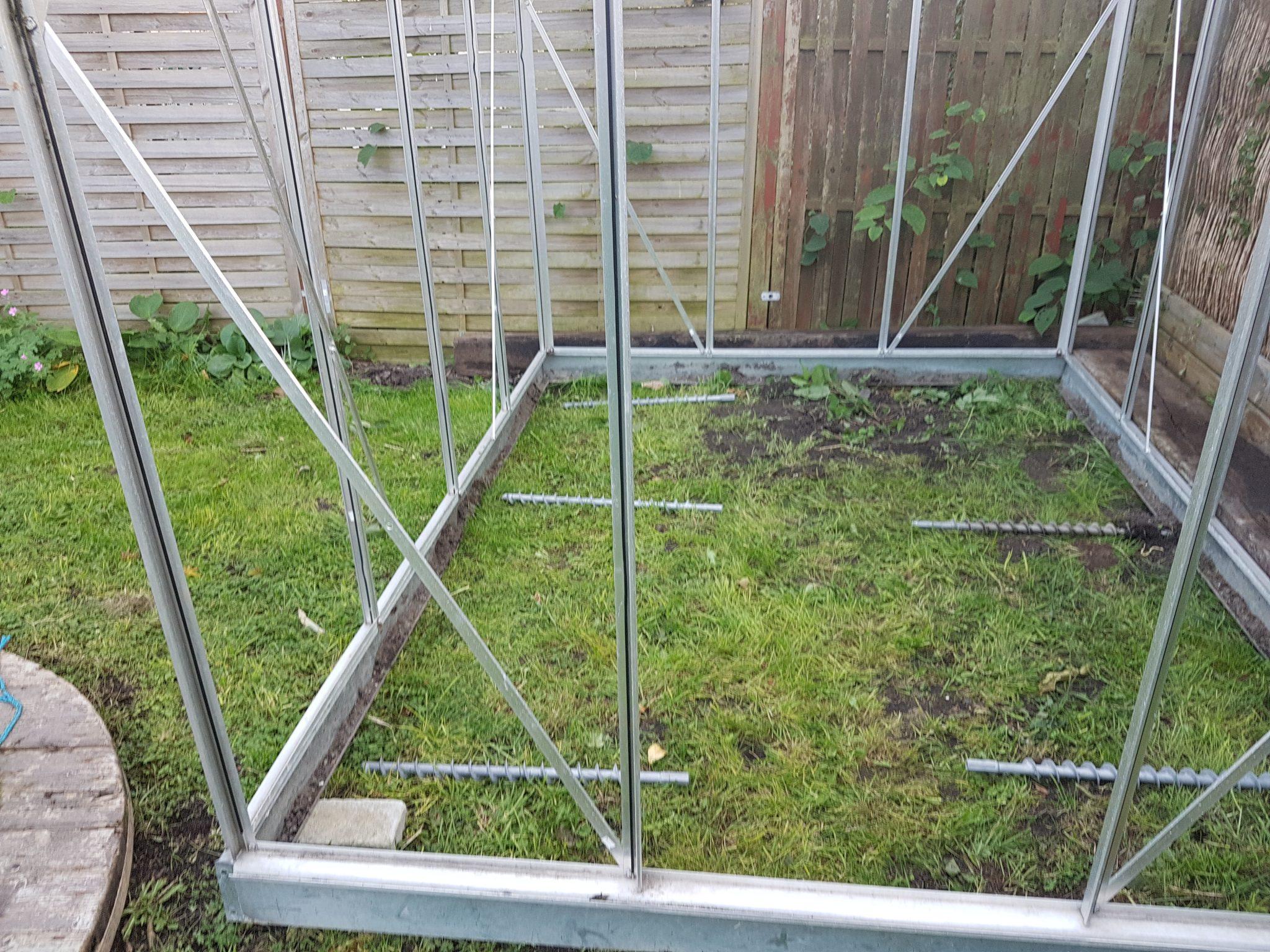 Hvordan bygger man fundament til drivhus