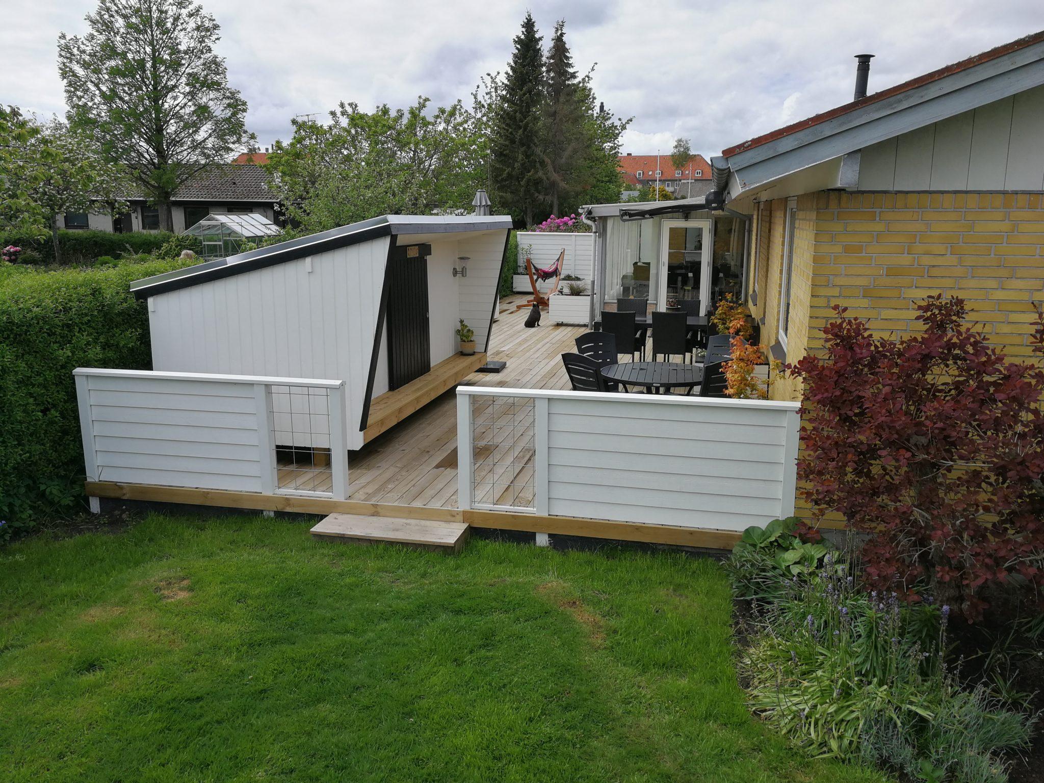 Kombination terrasse skur bygget med GroundPlug Twister Skruefundamenter